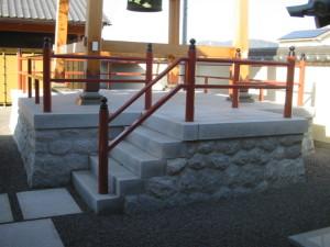 鐘楼石積み工事の写真です。高松市飯田町光明寺様にて。
