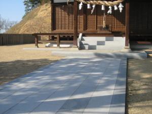 神社参道の石貼り工事です。
