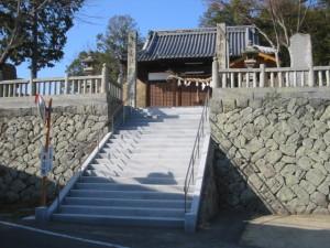神社石段工事の写真です。場所・・坂出若山八幡神社。