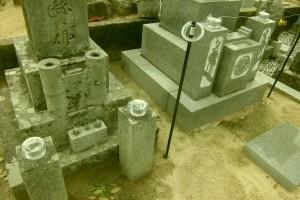 墓石への法名彫り入れとステンレス製花立てが入るよう花立ての穴を開けなおし、取り付けました。