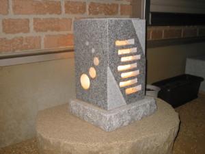 いろいろなデザインの石あかりを受注製作しています。